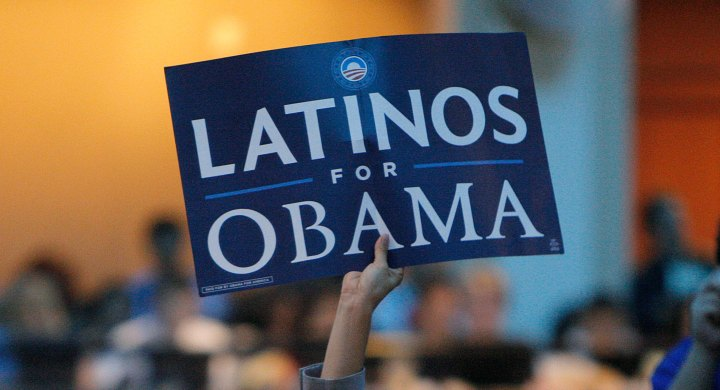 100924_latinos_obama_ap_605